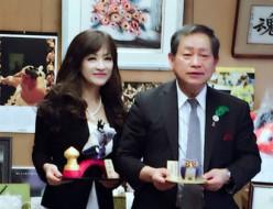 小山市長表敬訪問。木目込人形作家・室井 久蘭